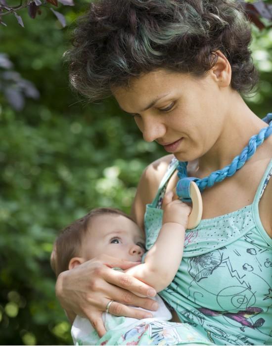 Babywearing woven necklace Kaya - Feathers